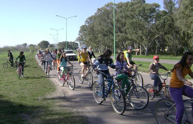 Bicicleteada vecinal contra la CEAMSE