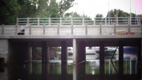puente con compuerta construido en el Doña Flora